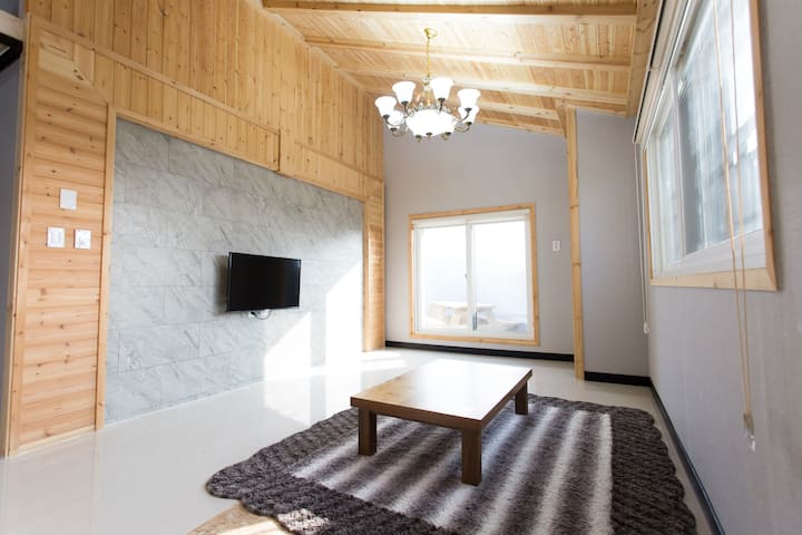 Penthouse apartment with BBQ near hanok village