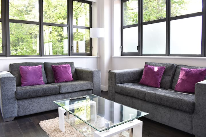 Stylish 1 Bedroom apartment - Watford, with transport links to Central London