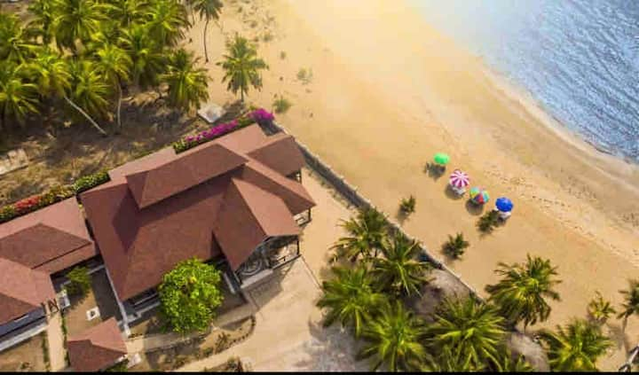 Relax in comfort at beachside near Cape Coast