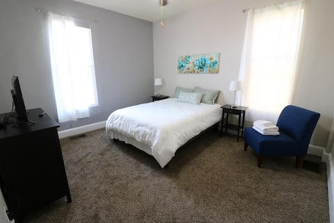 Windsor Park Pad * apt 2 min to Mass Ave. with AC