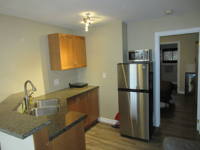 Niagara Central Location New Condition - Saint Catharines - Apartment