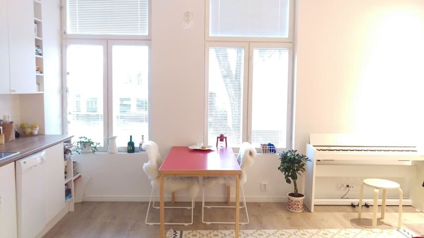 Cozy apartment near the Aura-river and city center - Turku - Townhouse