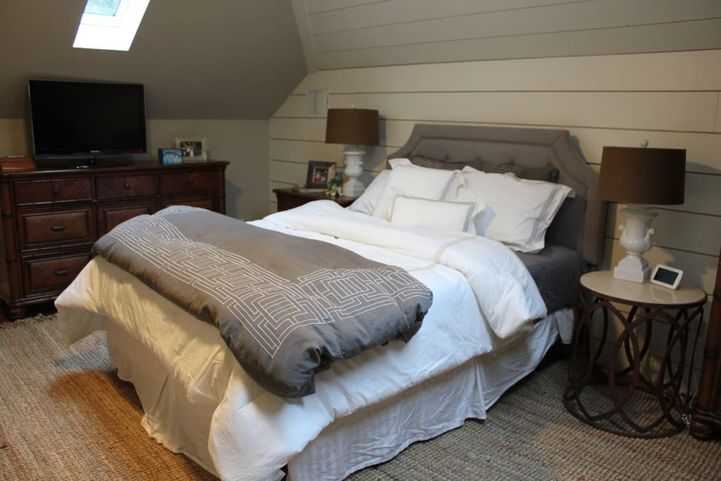 Master Bedroom-Large recently remodeled upstairs Master Bedroom with vaulted ceilings and skylights with a beautiful view of the night sky. Shiplap walls give a homey feel. Queen bed with luxury bedding and TV. This is a very large room.