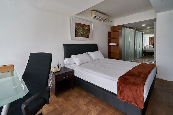 King size bed room (160x200)