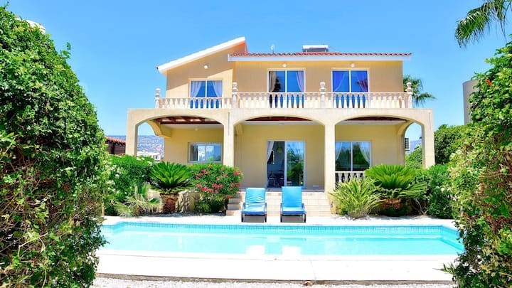 Luxury 3 bedroom 3 bathroom villa with private pool