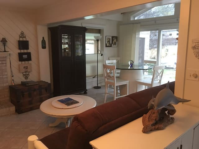 Waterfront Home Private Dock/Bar 2BR 1BA Pets OK - 斯塔福德(Stafford)