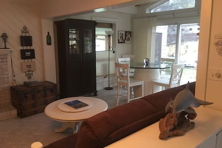 Waterfront Home Private Dock/Bar 2BR 1BA Pets OK - 斯塔福德(Stafford) - 獨棟