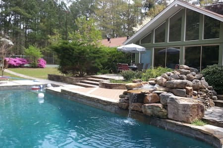 ESTATE 166: Private estate with pool and tennis - Douglasville
