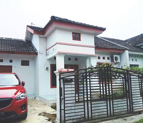 Rumah Mungil dan Bersih di  Purwokerto Barat