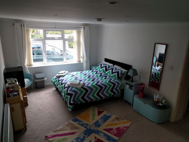 Large room in family home, near Liverpool/Chester
