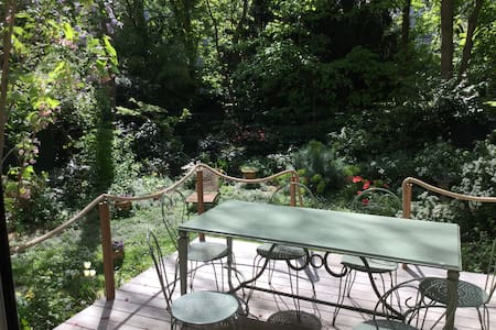 Your own garden 10 minutes from the Champs Elysée.