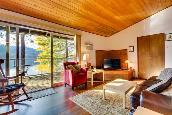 Lakefront condo w/ lovely views, beach access & shared pool/hot tub/sauna!