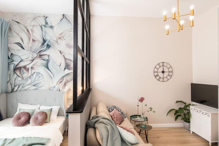 HOUSEHOST Apartment: Łazarza Street