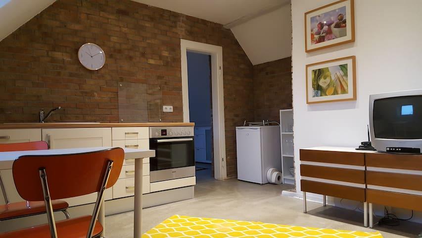 Traumhafte möblierte DG-Wohnung (Nähe Aachen) - Alsdorf - Apartment