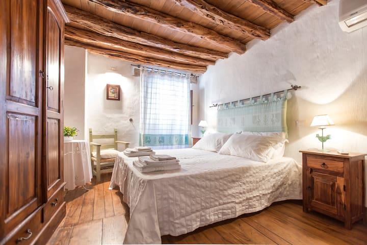 """Dom'e pedra"" Antica casa in pietra - Baunei - Rumah"
