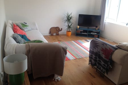 Light & sunny double bedroom in a welcoming home! - Redruth - 独立屋