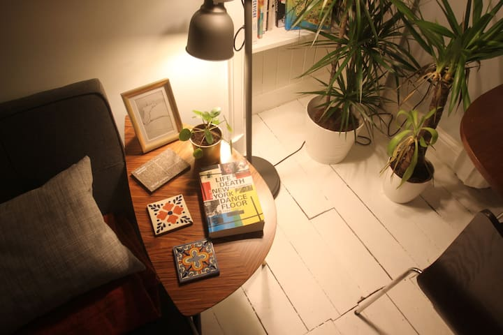 Lamps & plants to relax you in the evenings!