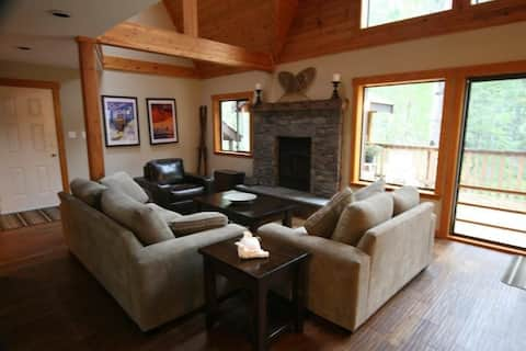 Spacious, Quiet, Relaxing Family Cabin in Nature