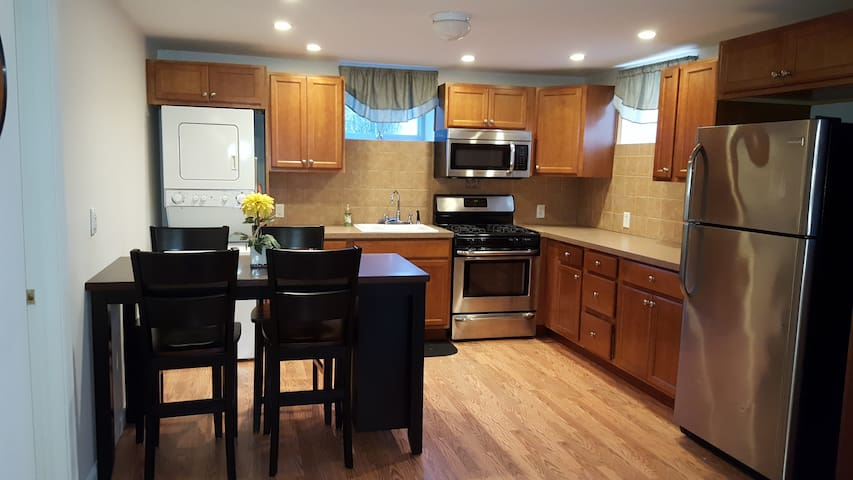 Quiet, Private  3.5 rooms, Manhattan convenient - Staten Island - Apartment