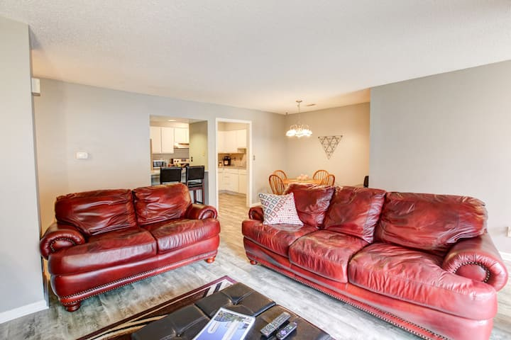 Cozy 2BR Cotswold Condo—LONG TERM STAYS WELCOME!