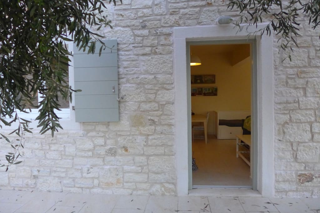 A warm welcome to our traditionally-built stone villa