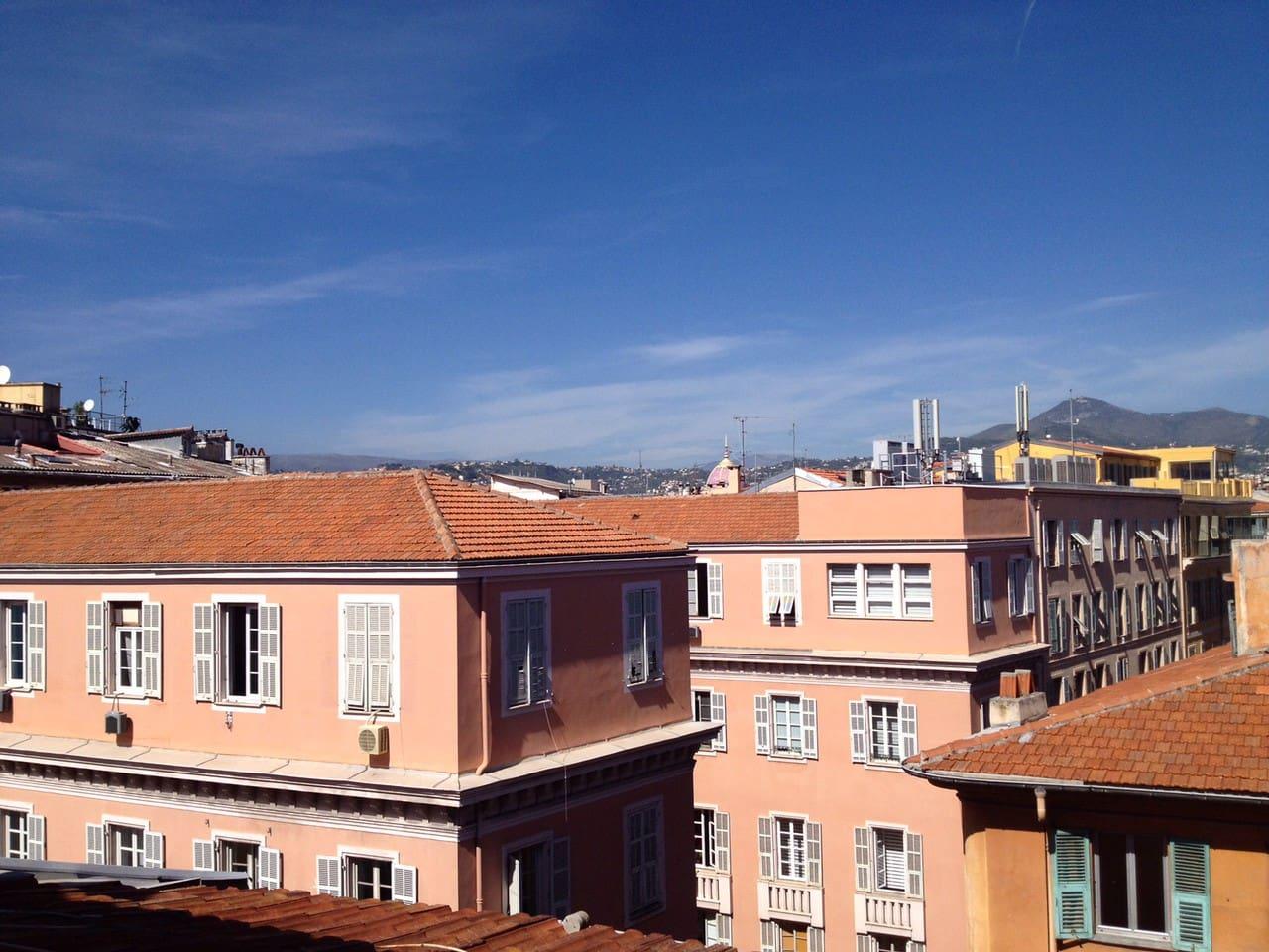 Vue sur les toits , accès piéton dans le cœur de la vieille ville