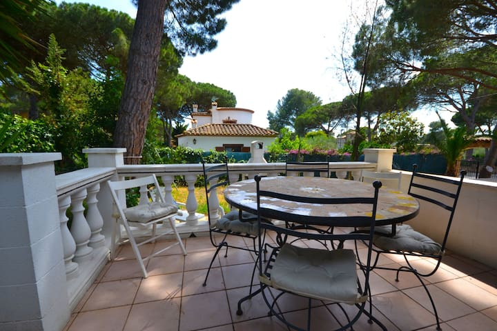 NICE SEMI-DETACHED HOUSE IN RESIDENCIAL BEGUR