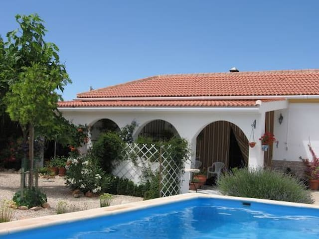 B&B in pretty Spanish village with swimming pool - Íllora - Dom