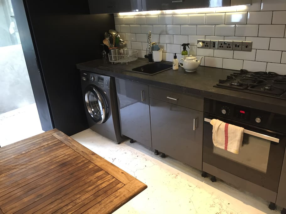 Kitchen/diner with oven, hob, fridge/freezer and washing machine