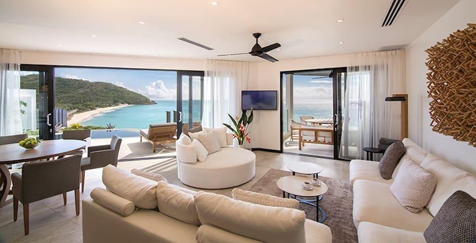 Two bedroom apartment overlooking Darkwood beach 1