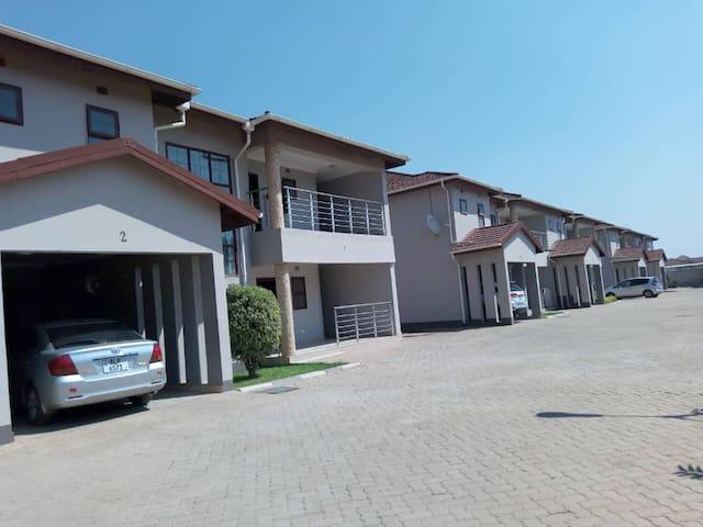 3 bedroom Serviced Apartments for Rent, Massmedia