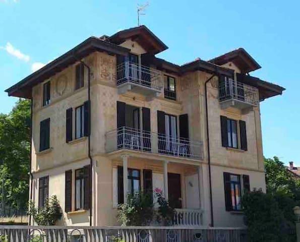 Villa Peachey in Stresa, intera villa di tre piani