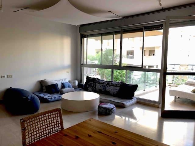 Spacious 4 bedrooms apt, Tel Aviv