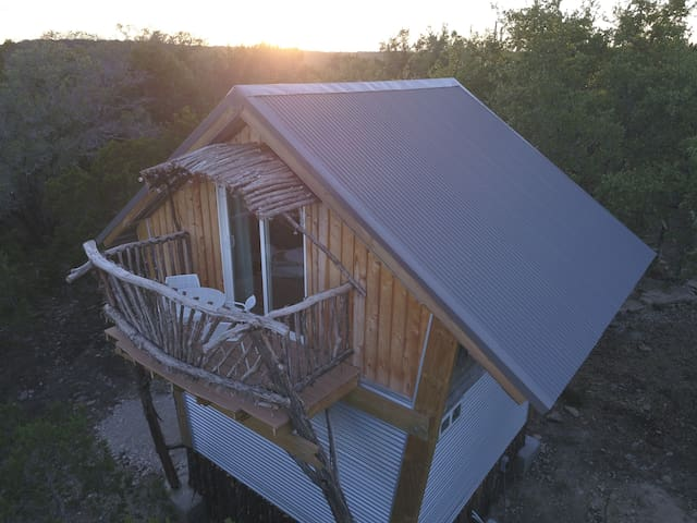 THE BIRDHOUSE by Skybox Cabins