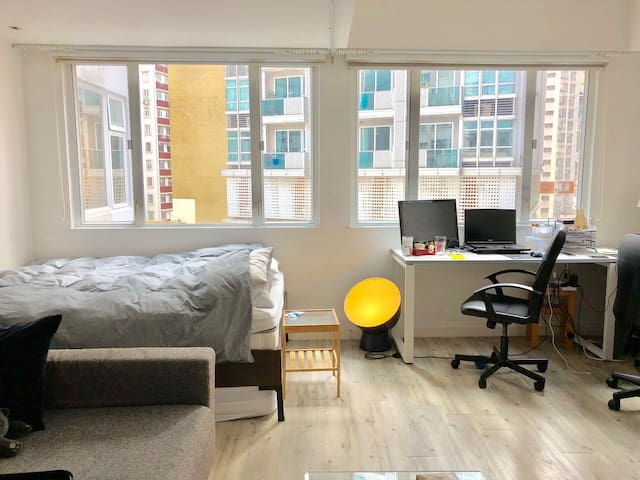 Oversized Corner Studio in Wan Chai