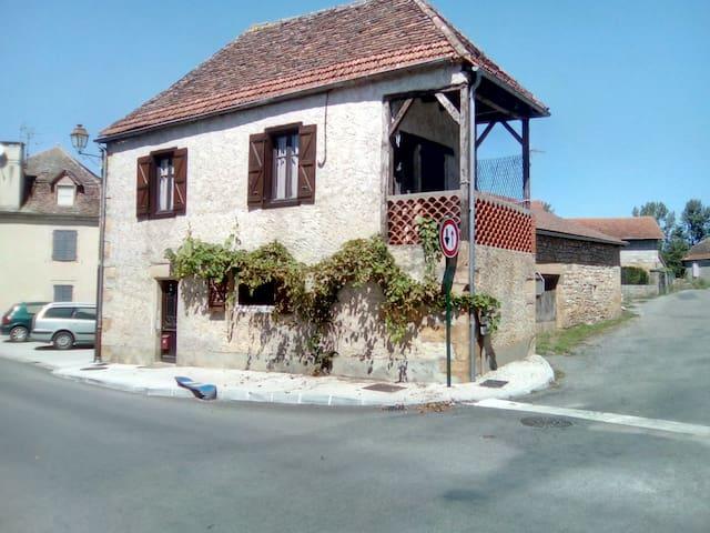 Maison de bourg sur la vallée de la Dordogne
