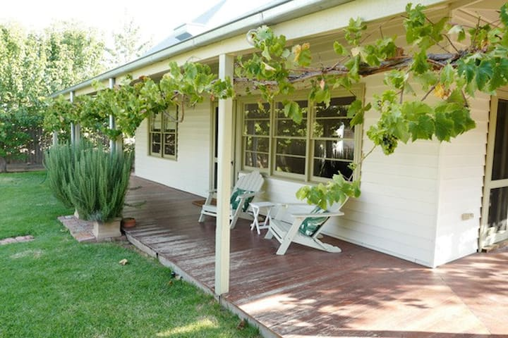 Hopwood Retreat -  Pet Friendly in the best locale - Echuca - House