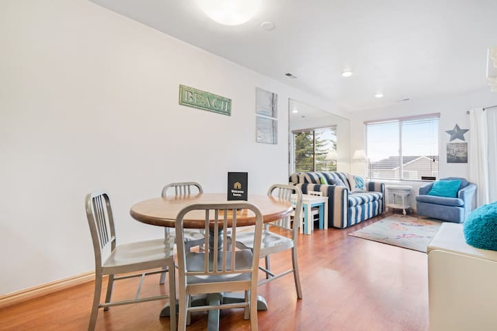 Pool view condo w/ patio & shared pool/hot tub/tennis - dogs welcome!