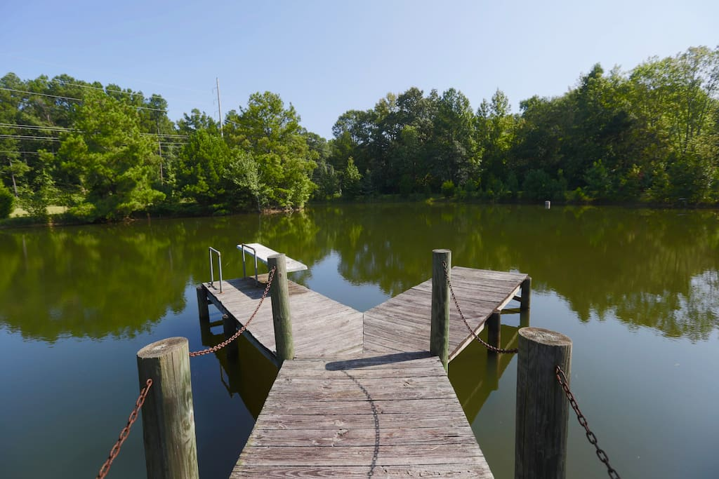 Ahhhh the pond : sometimes we call it a lake! No diving and swimming though! Perfect place for your morning cup of coffee.