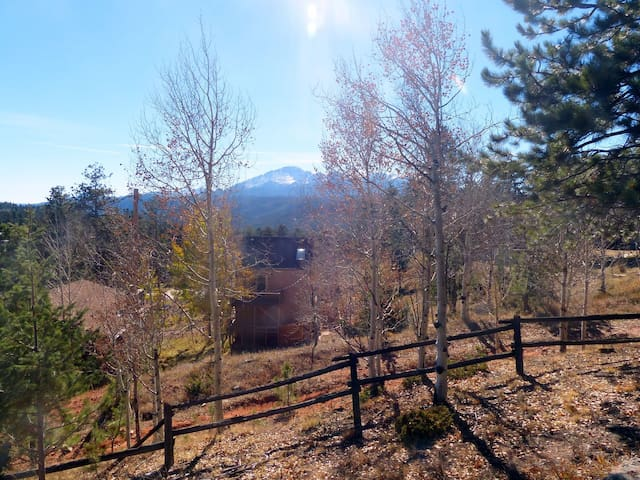 Private Entrance 2 Bd Suite on 5 acres near Pikes Peak with Hot Tub!