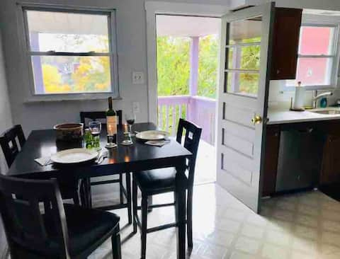 Private 2 bedroom apartment with washer/dryer