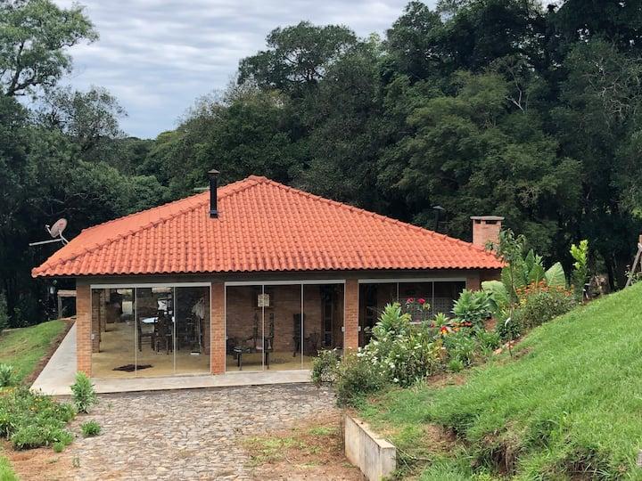 CASA DE CAMPO PERTO DO CENTRO