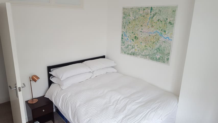 Comfortable Double Room Near London Bridge