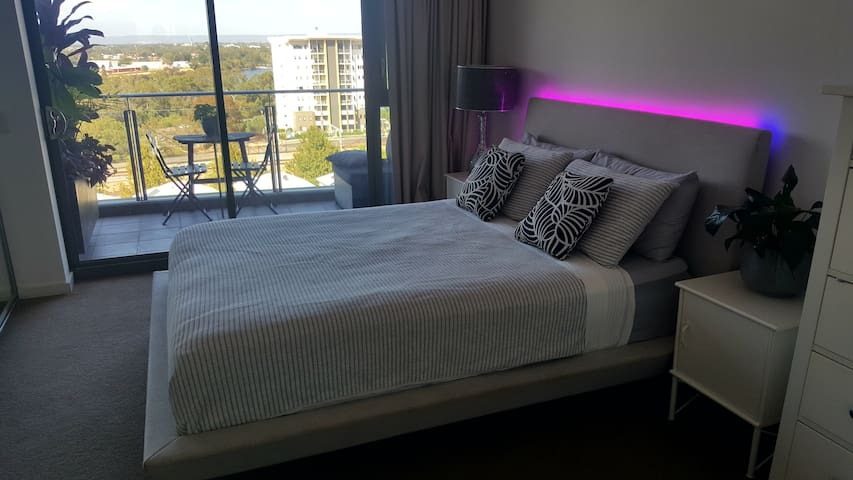Beautiful Room, Luxurious En-suite, Best Location!