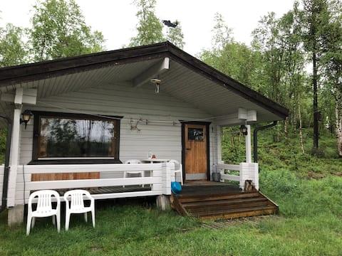 Pequena cabana junto ao rio: Kojamo, King Salmon