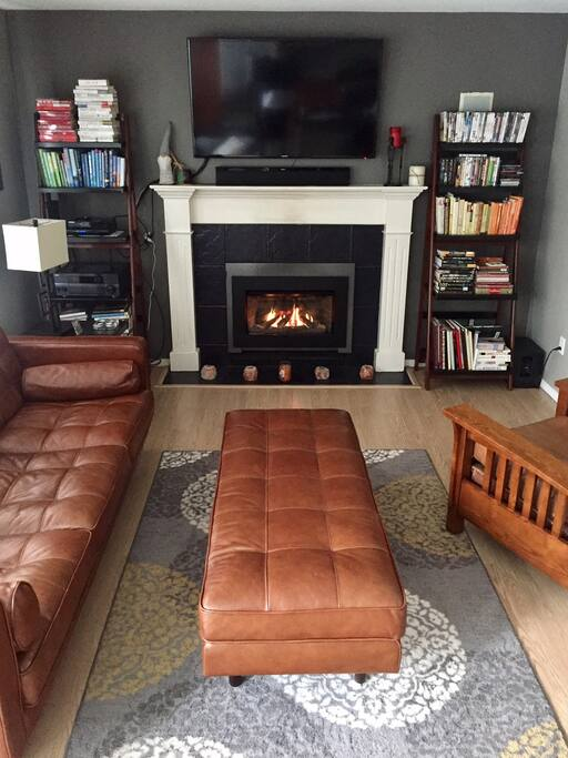 Flat screen smart TV, electric fireplace in this cozy family room.