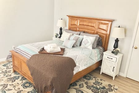 Clean, Cozy & Private Room in Short Pump