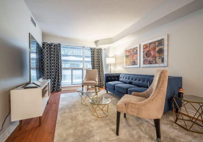 Stylish Downtown Condo - Entertainment District