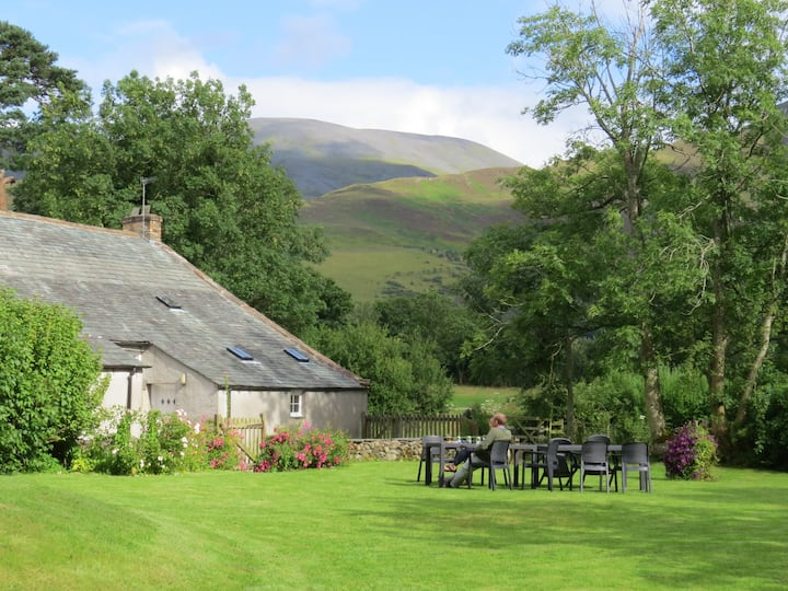 Mireside Farmhouse: woodburner, Pet Friendly, wifi