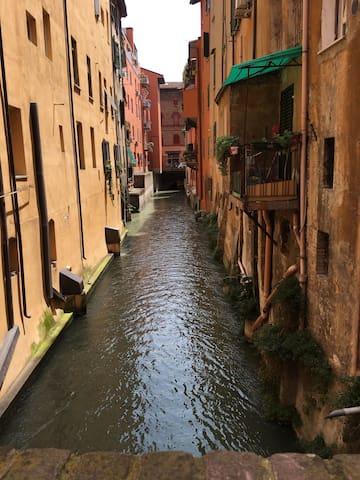 Monolocale centro storico Via Piella